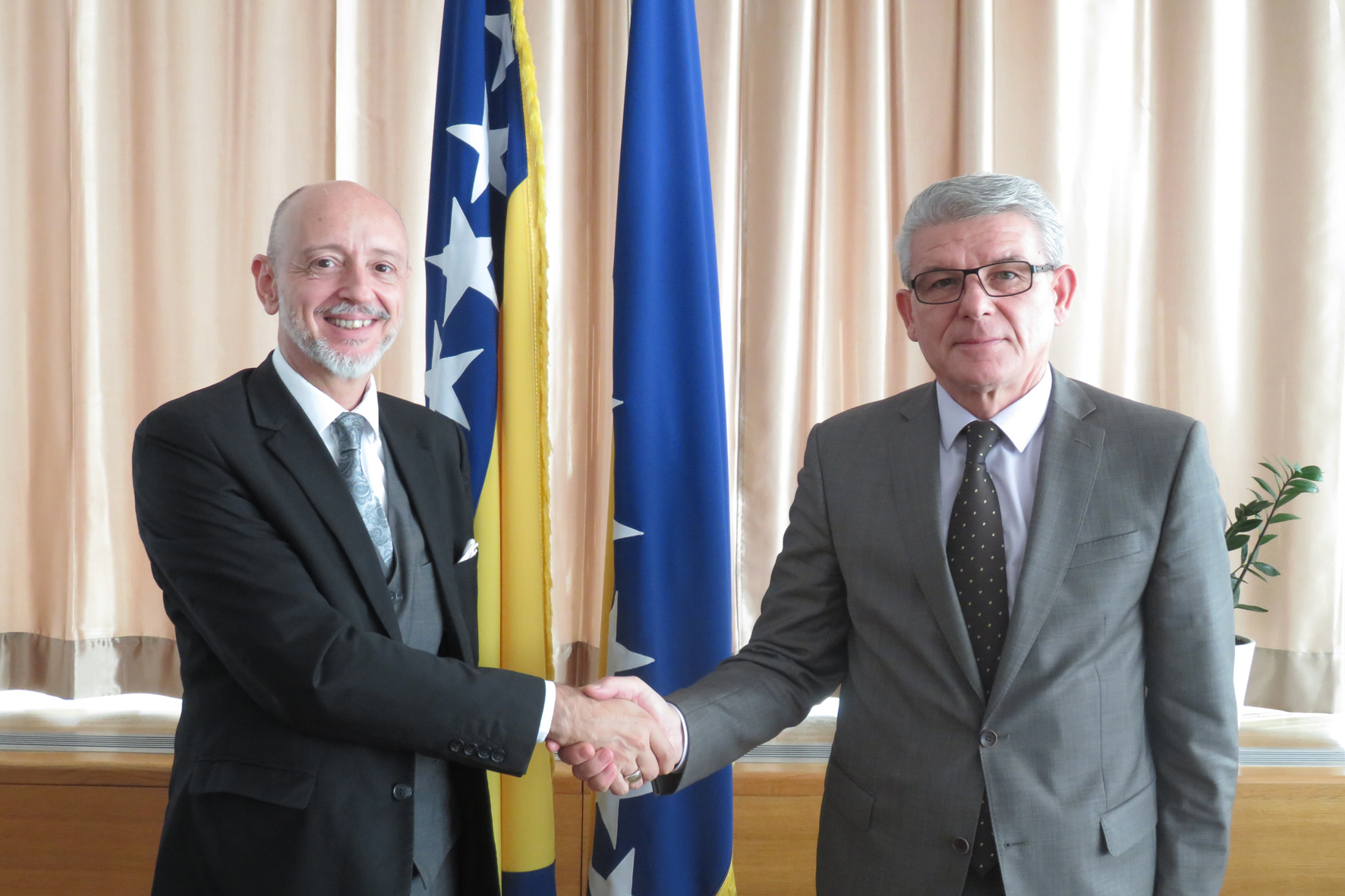 Deputy Speaker of the House of Representatives of the Parliamentary Assembly of BiH, Šefik Džaferović received non-resident Ambassador of the Republic of Argentina to BiH in the inaugural visit