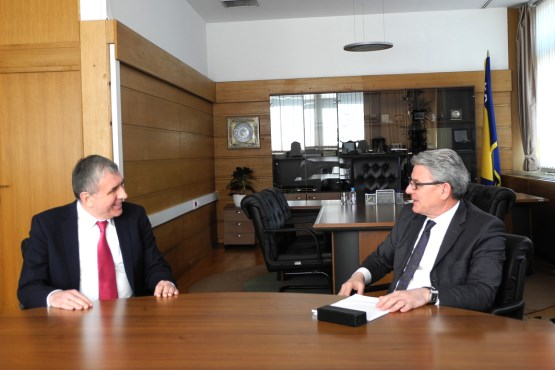 Speaker of the House of Representatives of the Parliamentary Assembly of Bosnia and Herzegovina Šefik Džaferović speaks with the Ambassador of Ukraine to BiH
