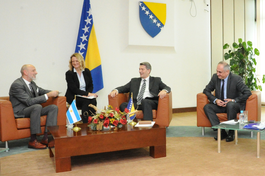 Chairmen of the Foreign Trade and Customs Committee and the Finance and Budget Committee of the House of Representatives, Šemsudin Mehmedović and Predrag Kožul, meet with the Ambassador of the Republic of Argentina to BiH